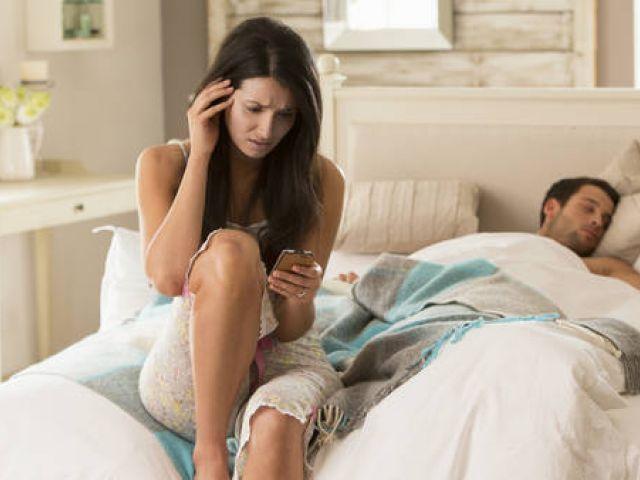 10 razones por las que no tenés que revisar el celular de tu pareja